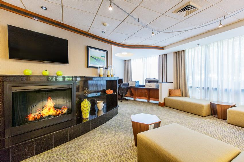 Our Spacious Hotel Lobby Is Perfect For Meeting Up With Friends Or Colleagues After A Long Day Of Work Or Play. 2 of 10