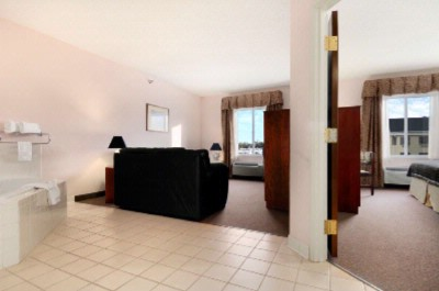 3 Room Suite With 1 King Bed And Spa 6 of 7