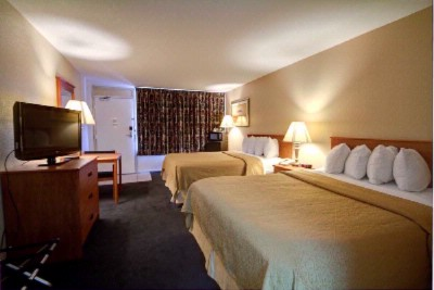 Enjoy Our Comfortable Beds And Flat Screen Tvs 6 of 15