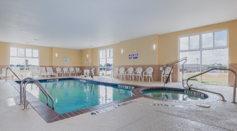 Indoor Heated Pool & Spa 6 of 17