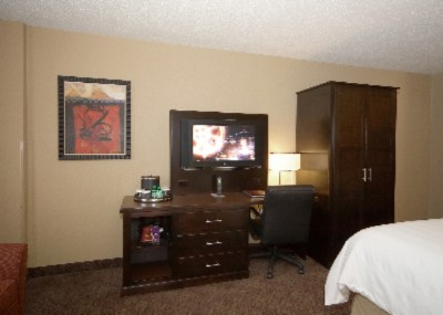Crowne Plaza Bedroom W/ 32 7 of 16