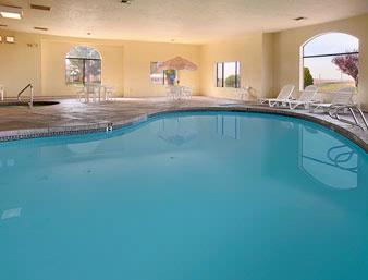Indoor Heated Pool & Jacuzzi 4 of 7