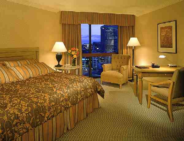 Signature Club Guestroom 7 of 10