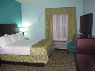 Spacious Guestrooms With King Beds 6 of 16