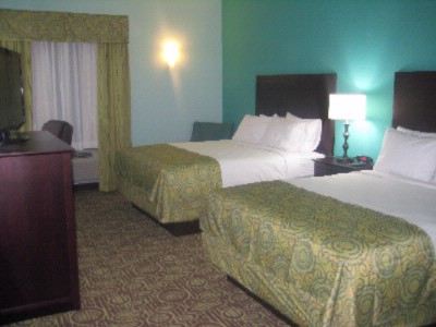 Spacious Rooms With Two Queen Beds 7 of 16