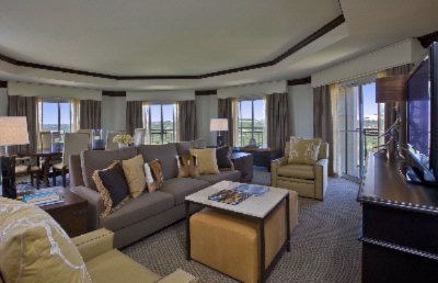 Luxury Suite Parlor Room 6 of 22