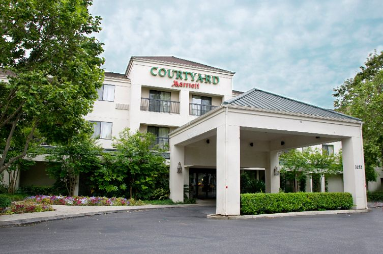 Courtyard by Marriott 1 of 7