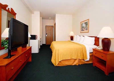 Spacious Room With Flat-Screen Television 4 of 13
