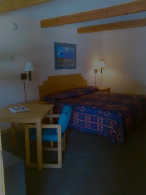 Indian Hills Inn Taos Plaza:deluxe King Bed Room 3 of 4