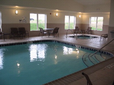 Holiday Inn Express & Suites Dubuque Iowa Swimming Pool 3 of 4