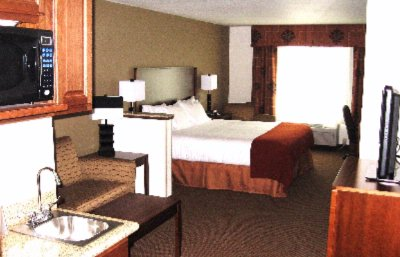 Room -Holiday Inn Express & Suites 4 of 4