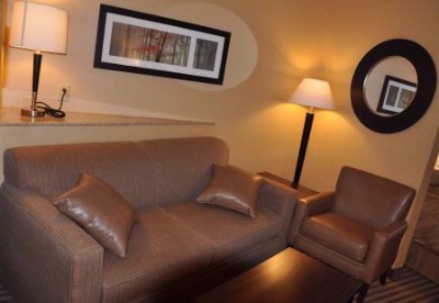 Guest Suite With Sitting Area 10 of 12