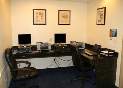 24 Hour Business Center With Free Internet And Fax 3 of 31