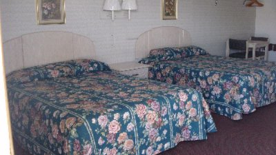Two Double Queen Size Beds 6 of 8