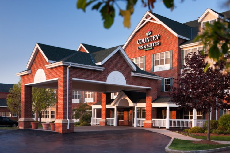 Country Inn & Suites by Carlson Milwaukee West 1 of 8