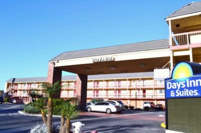 Days Inn & Suites Huntington Beach 1 of 11