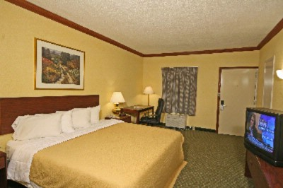 Super 8 Asheville Biltmore Guest Room 3 of 5