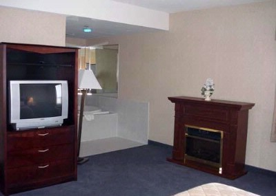 King Jacuzzi Suite With Fireplace And Jacuzzi 6 of 15