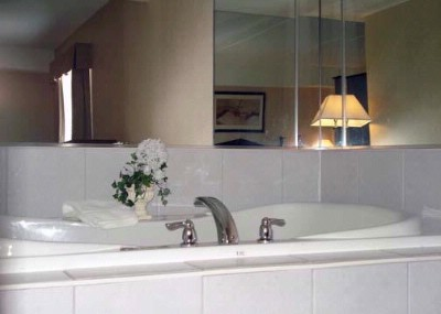 King Jacuzzi Suite 7 of 15
