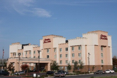 Hampton Inn & Suites Fresno 1 of 6