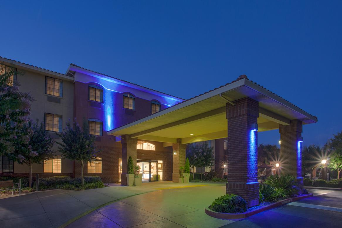 Holiday Inn Express & Suites Davis University Area 1 of 8