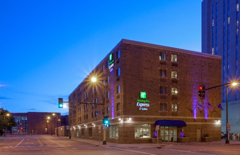 Holiday Inn Express & Suites Downtown Minneapolis 1 of 8