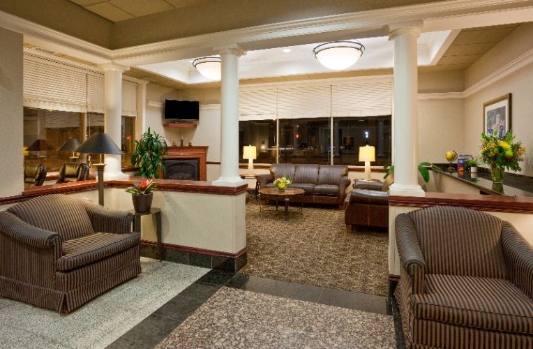 There\'s Plenty Of Seating In Our Lobby. 8 of 8