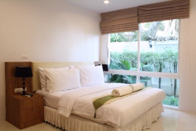 2 Bedroom Pool Access Apartment\'s Master Bedroom 9 of 28