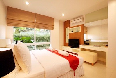 Two Bedroom Pool Access Apartment\'s Master Bedroom 21 of 28