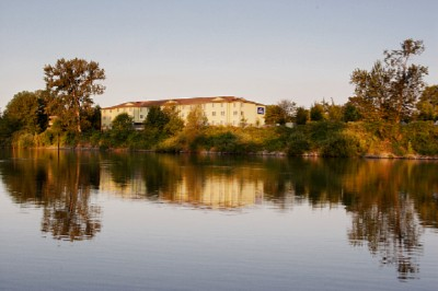 Enjoy A Beautiful View Of The Willamette River 3 of 15