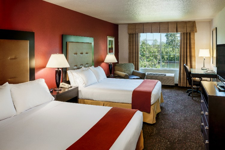Our Guestrooms Feature Bright And Spacious Windows Over Looking The Willamette River 4 of 15