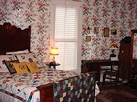 Aunt Pearl\'s Room 7 of 10