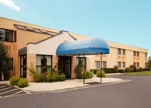 All Seasons Inn & Suites 1 of 13
