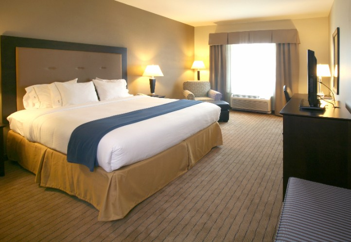 Holiday Inn Express Hotel & Suites Madison Verona 1 of 7