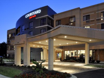 Courtyard by Marriott 1 of 13