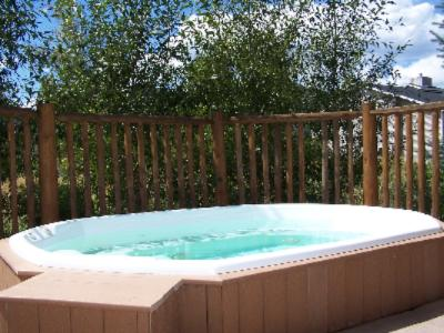 Outdoor Hot Tub 3 of 9