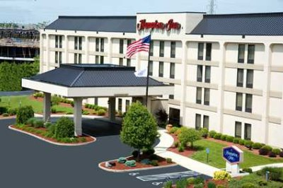 Hampton Inn Cincinnati Fairfield Front Of Hotel