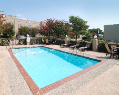 Enjoy Our Sparkling Swimming Pool 4 of 11