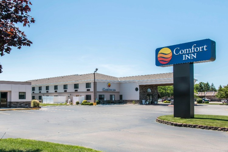 Welcome To The Comfort Inn Ludington! 2 of 8