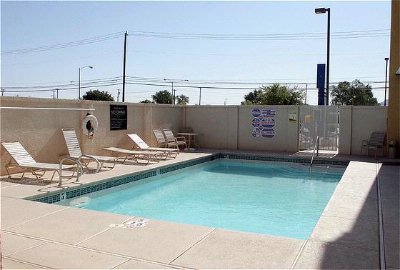 Holiday Inn Express -Nellis Pool 9 of 9
