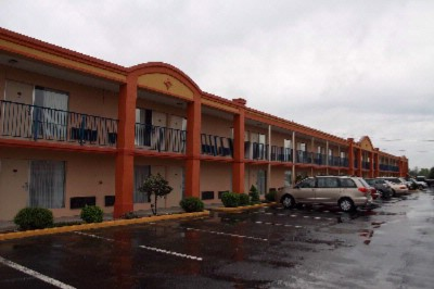 Americas Best Value Inn & Suites 1 of 7