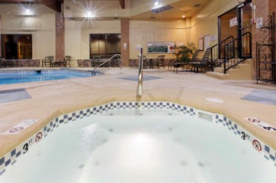 Holiday Inn Grand Montana Indoor Pool 4 of 16