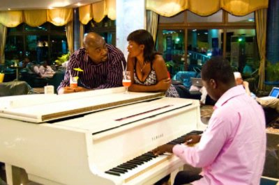 Relax To Live Piano Tunes At The La Palm Lobby 6 of 13