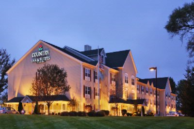 Image of Country Inn & Suites Columbus Airport East