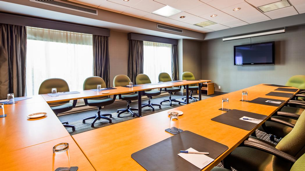 Laurier Meeting Room 14 of 15