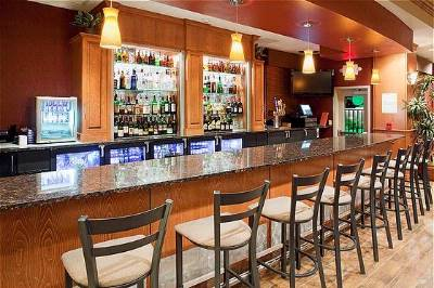 The Grand Valley Bar And Grill Inside The Holiday Inn & Suites Grand Junction Opens Nightly At 5 Pm For Dinner And Drinks 3 of 9
