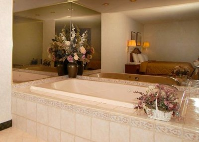 Jacuzzi King Suite 6 of 7