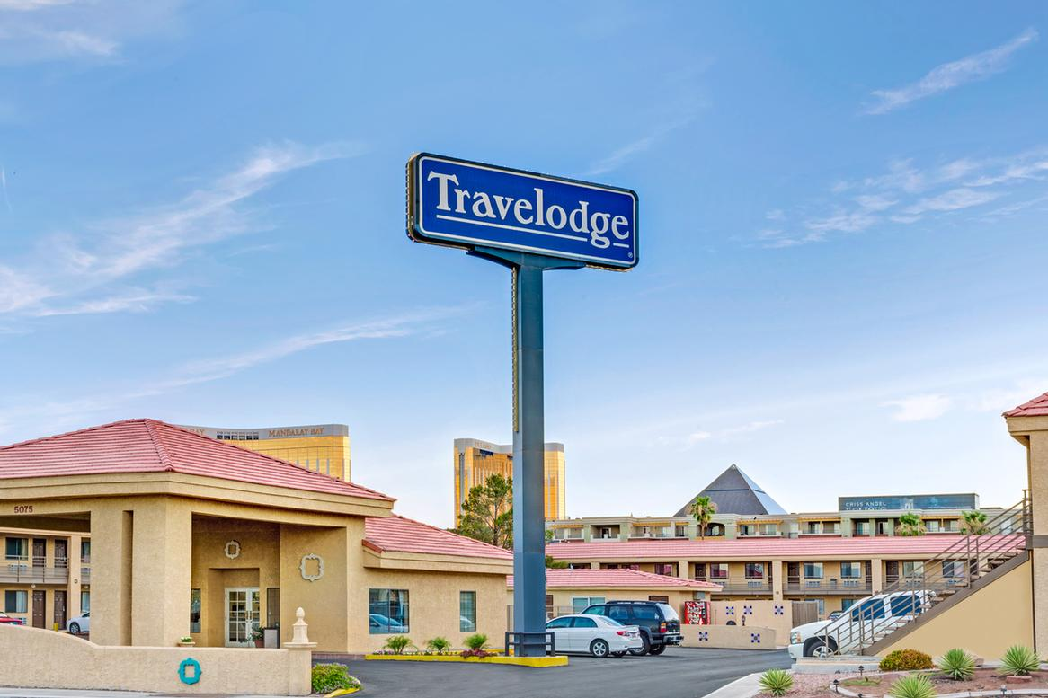 Travelodge Las Vegas Airport North / Near The Stri 1 of 13