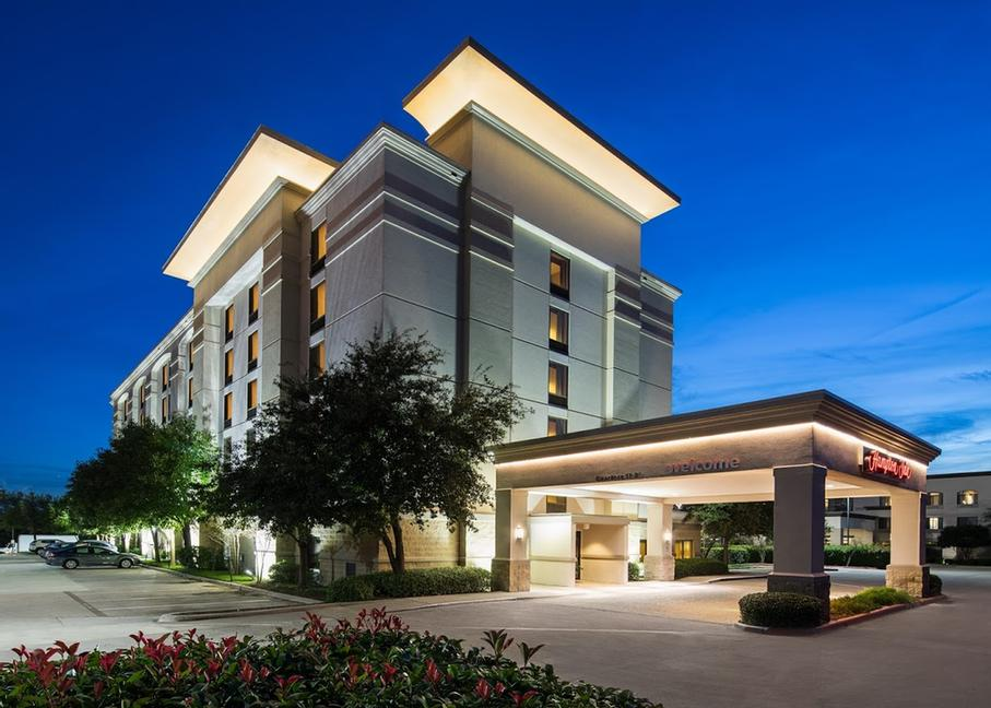 Hampton Inn Irving / Las Colinas 1 of 11