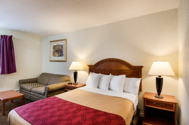 Econo Lodge Inn & Suites Northborough 1 of 22
